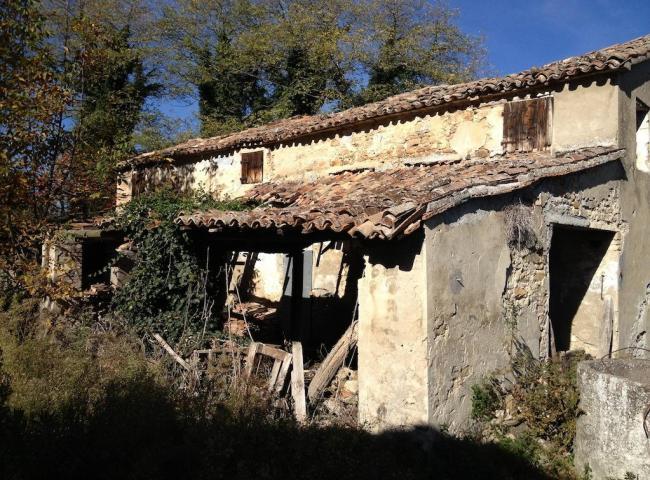Ardiano casa colonica da ristrutturare for Stima sulla costruzione di una casa con 3 camere da letto